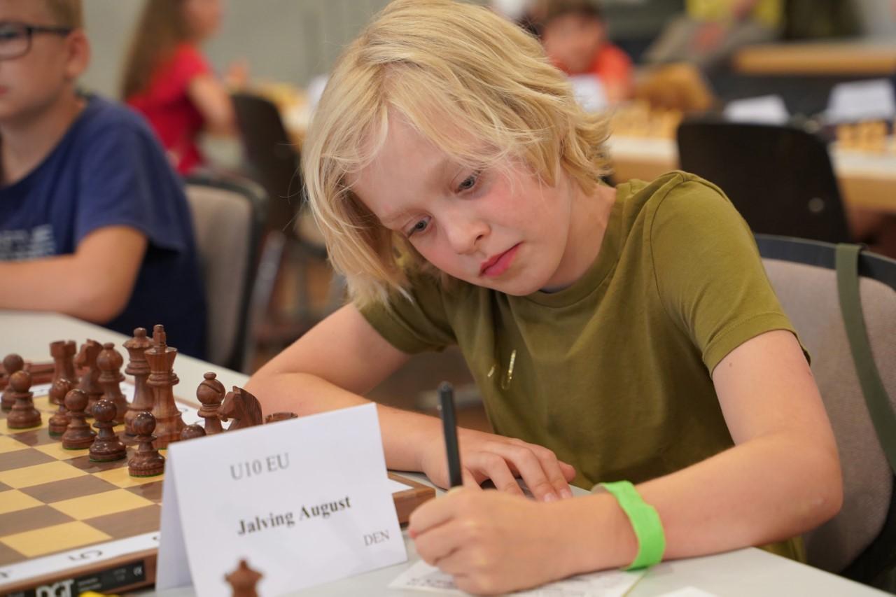 Read more about the article 9-årige August yngste danske mesterspiller nogensinde